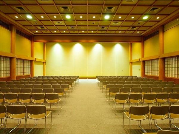築地本願寺 第二伝道会館 1階蓮華殿 式場内風景