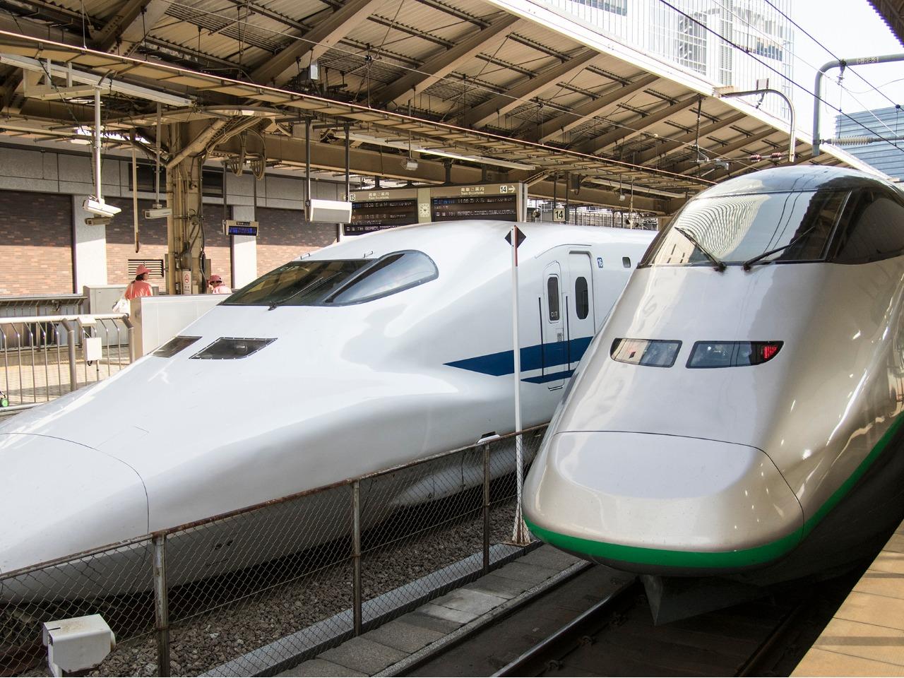 山形新幹線E3系「つばさ」と700系新幹