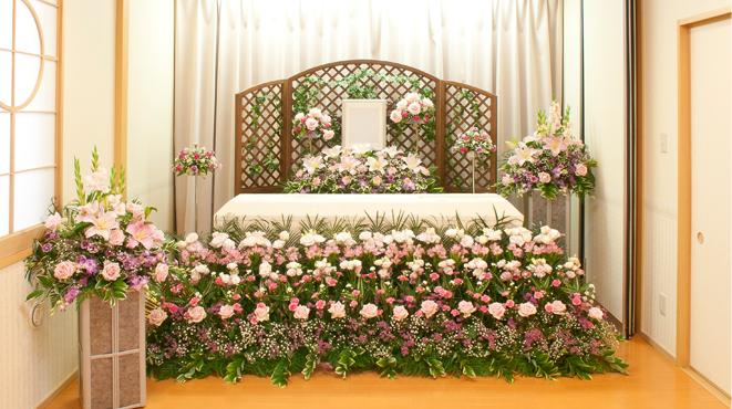 1階 家族葬専用式場 祭壇例