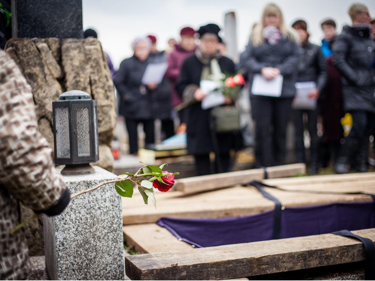 家族葬で呼ぶ呼ばない参列者の範囲